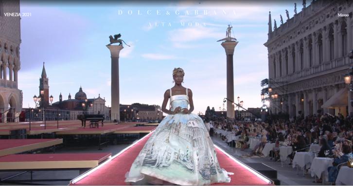 Яскраві образи зірок на показі Dolce & Gabbana