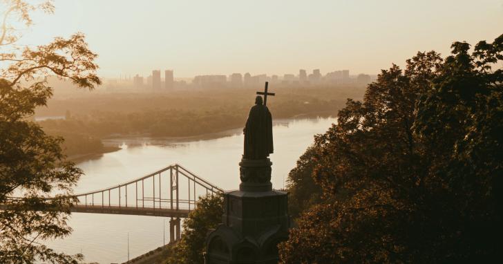 10 найкрасивіших локацій у Києві для осінньої фотосесії